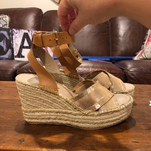 722d226be07 Donald J. Pliner Shoes - Donald Pliner New in box Ines wedge 🌸